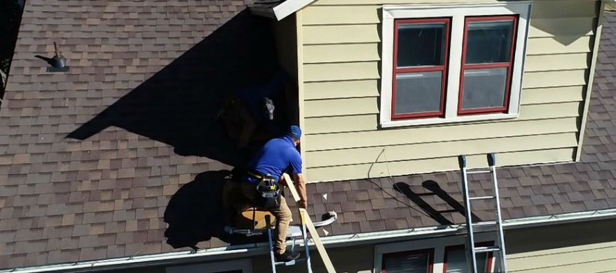 Superstorm Contractor Performing Roof Evaluation